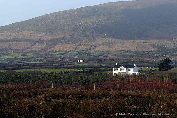 house under Mount Eagle on the Dingle Peninsula (An Daingean)